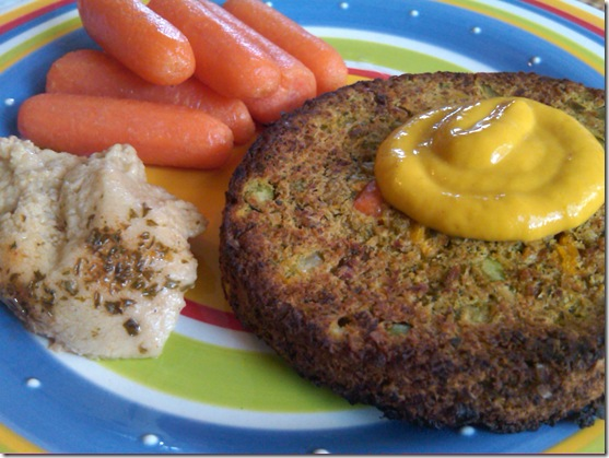 veggie burger with carrots